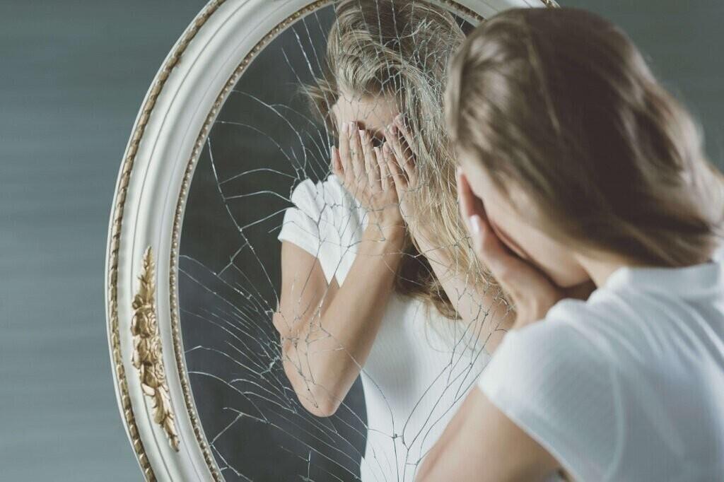 Из-за чего новорожденного нельзя показывать в зеркало