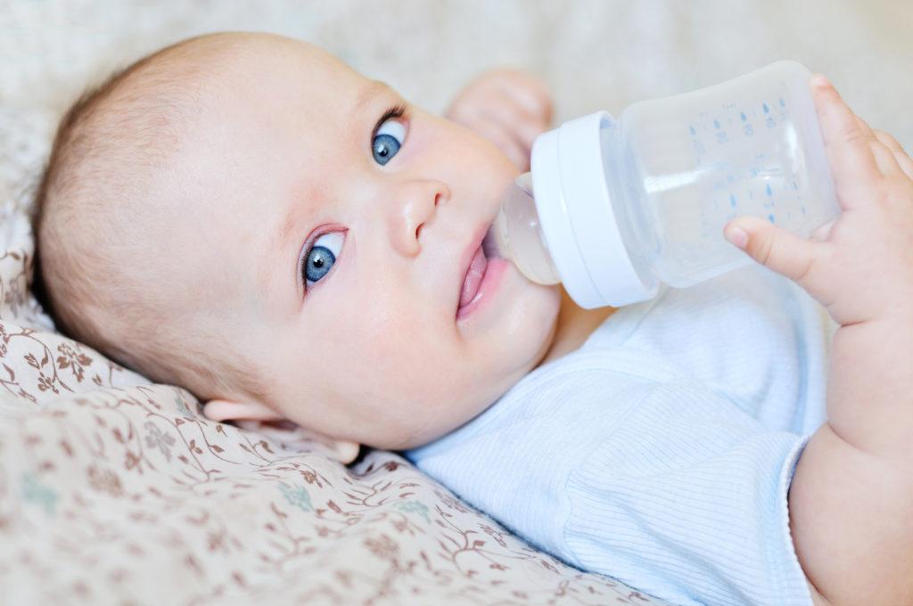 Когда можно давать воду новорождененному: факты и рекомендации
