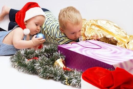 Что подарить маленькому ребенку на новый год: идеи для детей 1 года