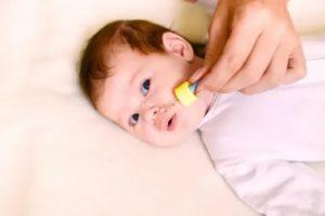 Как правильно закапывать нос грудничку