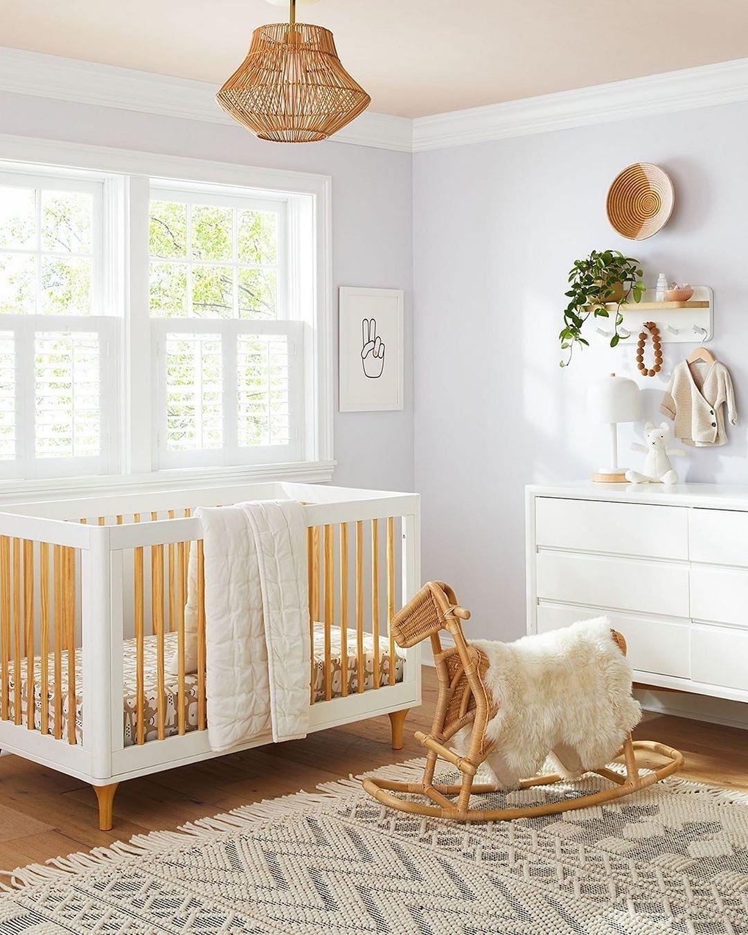 Чем можно покрасить кроватку новорожденного: выбор безопасного покрытия для реставрации старой деревянной кровати