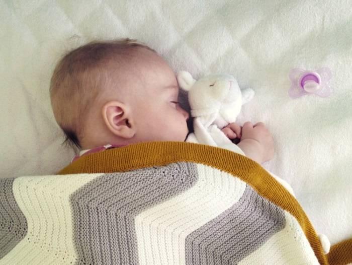 Младенец не спит целый день и капризничает