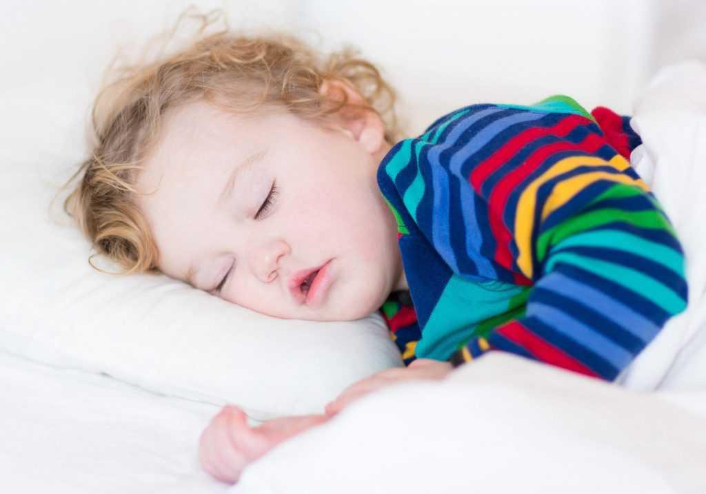Ребенок днем спит только на руках   8 рекомендаций