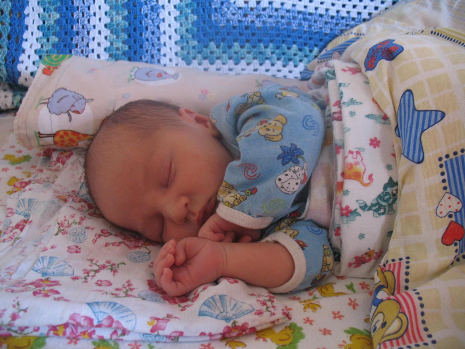 Когда заканчиваются колики у новорождённых: сроки и рекомендации
