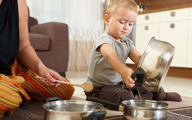 Чем занять ребенка на кухне, пока мама готовит | бебинка