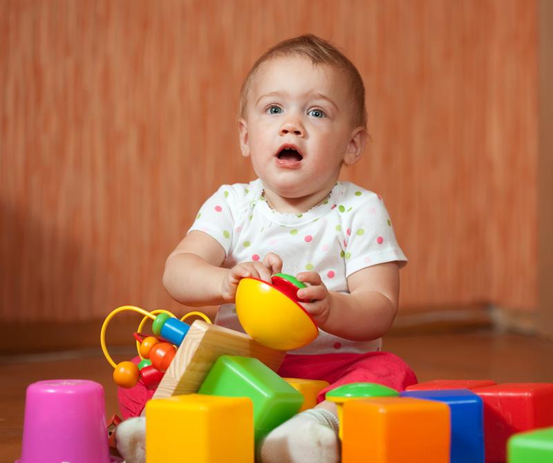 Что должен уметь ребенок в свои 11 месяцев и как помочь малышу обрести необходимые навыки