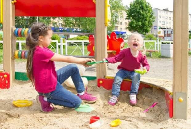Как удержать малышей от ссор из за игрушек - wikihow