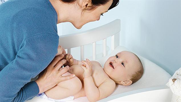 Запор у грудничка при грудном вскармливании: почему бывает у новорожденных, тактика лечения