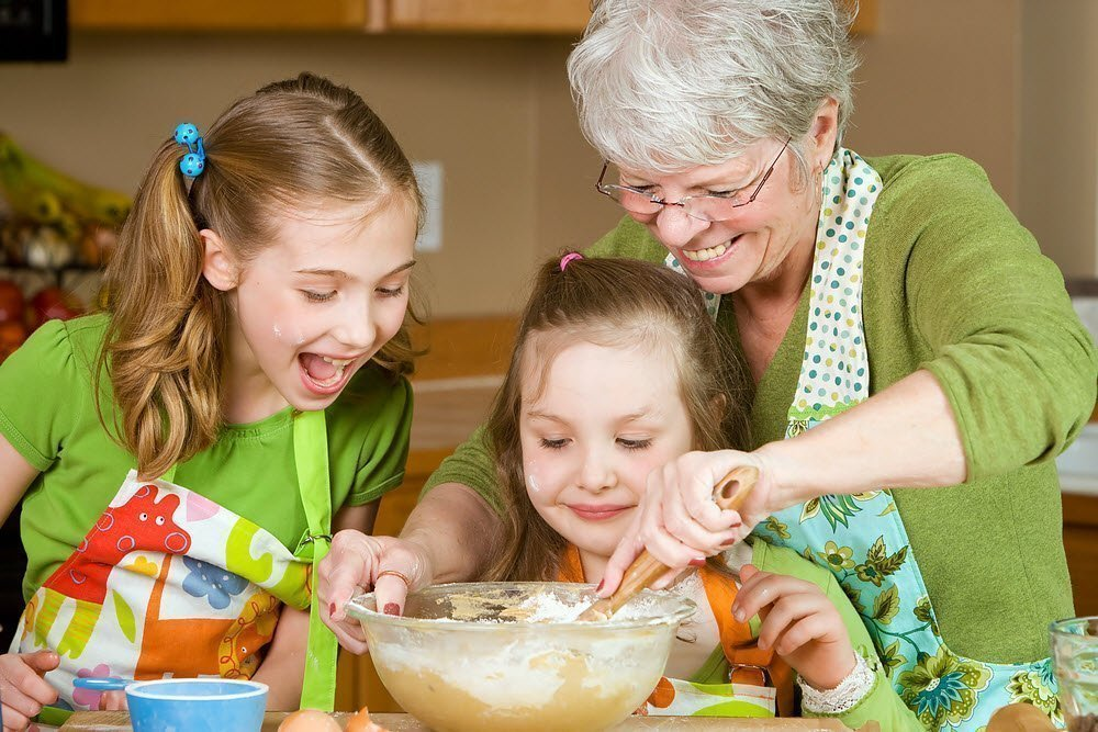 Бабушки и дедушки при общении с внуками допускают 10 ошибок: способы воспитания и рекомендации