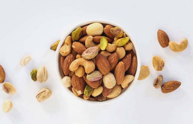 Какие орехи во время беременности полезны для организма женщины и малыша+видео