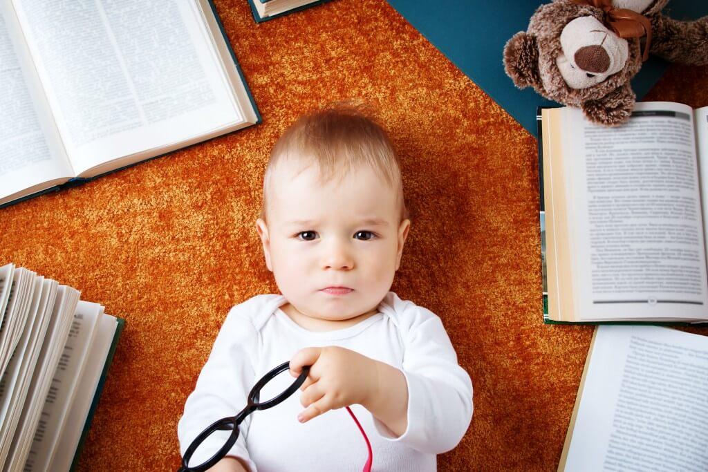 Что должен уметь ребенок делать самостоятельно: список дел по возрастам. когда учить ребенка самостоятельности?