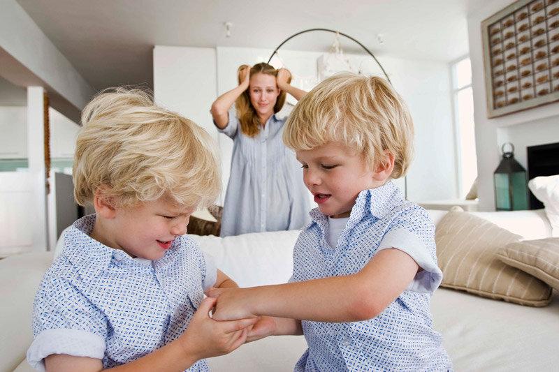 Что делать, если старший ребенок ревнует к младшему?