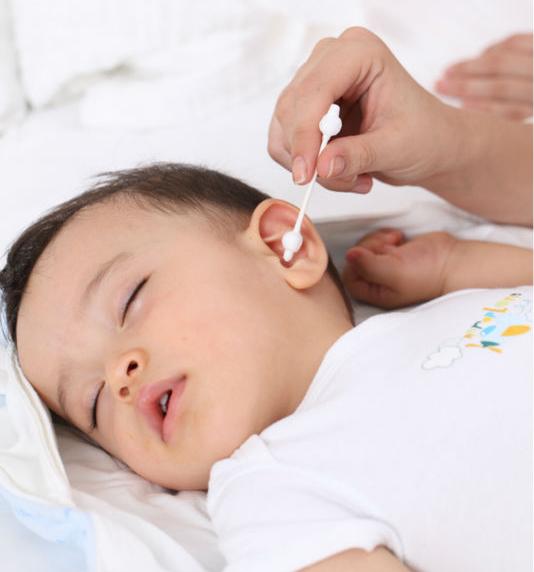 Сухие корочки за ушами у ребенка и шелушение — что делать
