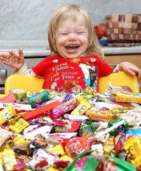 Конфеты ребенку: можно ли давать и когда