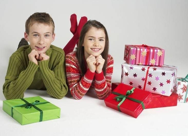 Подарки детям на новый год: 140 фото самых стильных и актуальных детских новогодних подарков