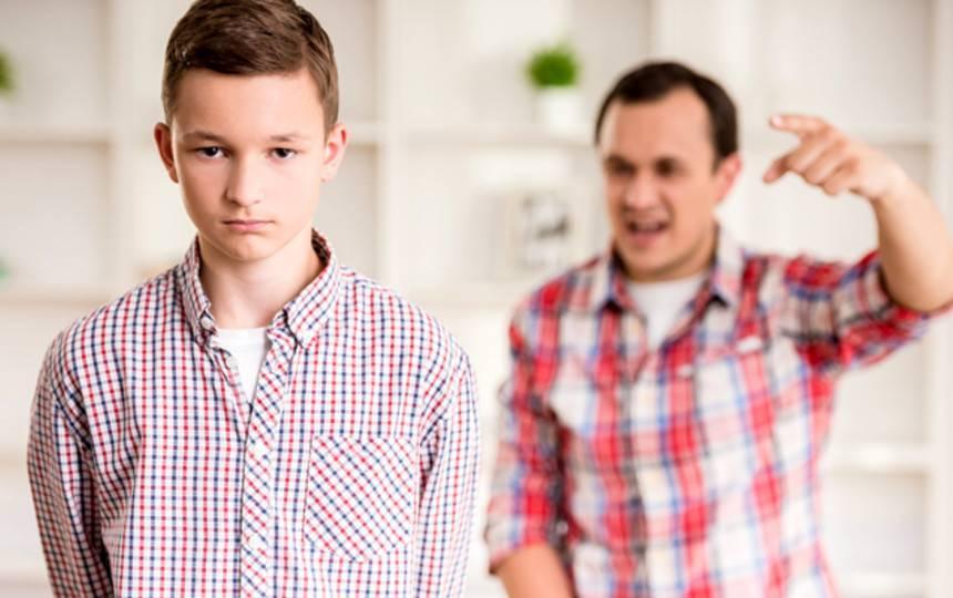 Почему дети хамят: что делать родителям