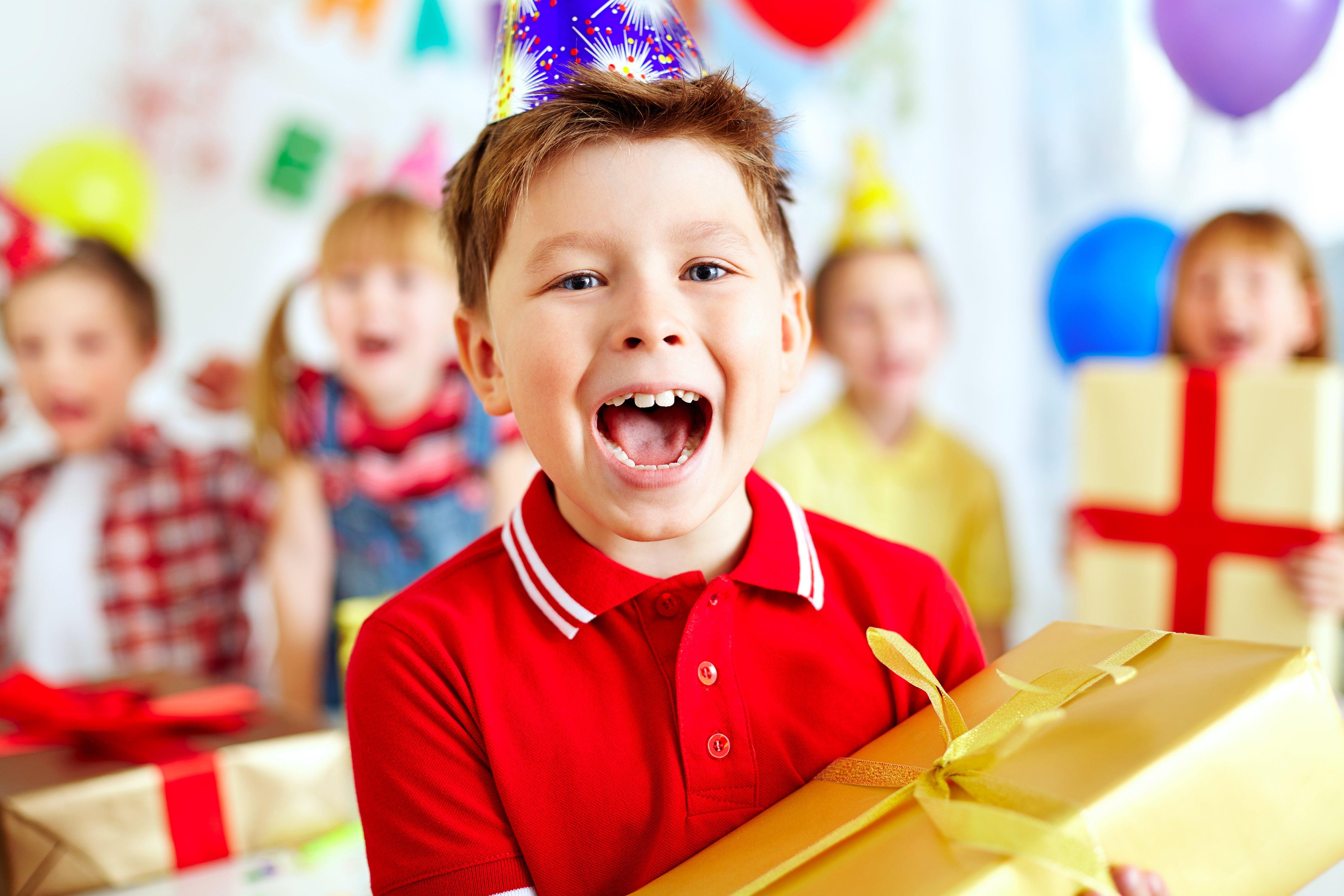 119+ идей что подарить детям в школе (в примерах) и ещё варианты