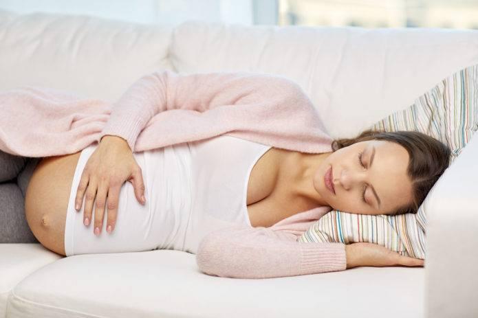 Medweb - лучшие позы для сна во время беременности