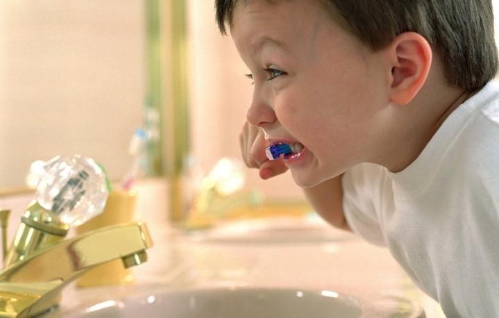 Как правильно чистить зубы детям, порядок чистки зубов