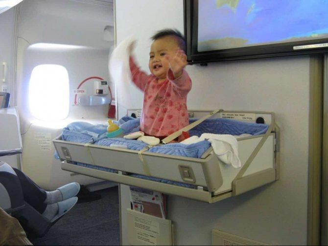 В самолет с грудным ребенком: как лететь?