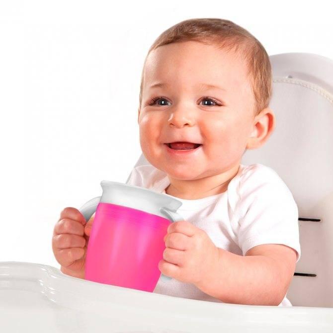 Как научить ребенка пить из чашки: простые способы для родителей