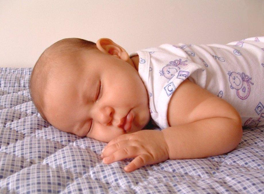 Подушка для новорожденных — виды, показания к применению