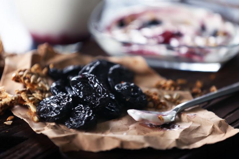Можно ли кормящей маме чернослив?   уроки для мам