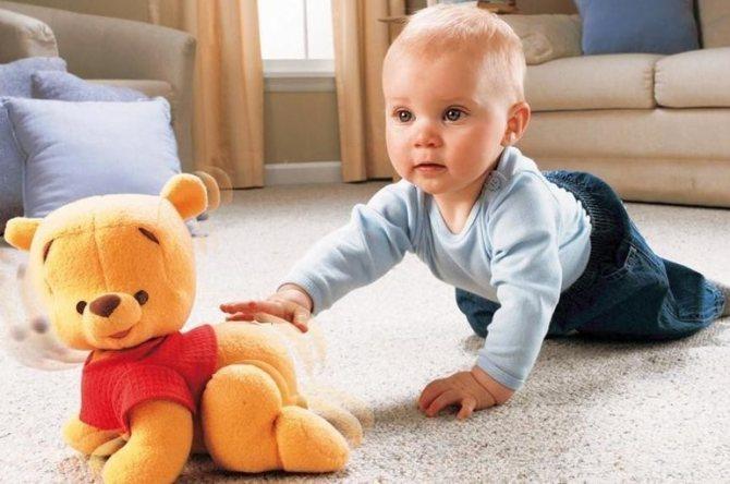 Как научить ребенка ползать: хитрости для мамы