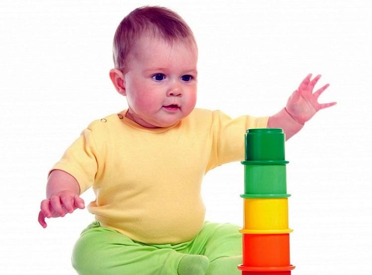 Список развивающих игрушек для детей до года