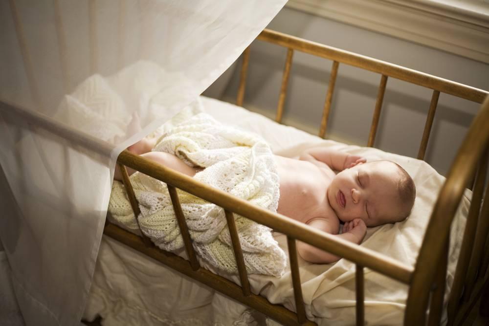 Как приучить ребенка спать в своей кроватке: полезные советы