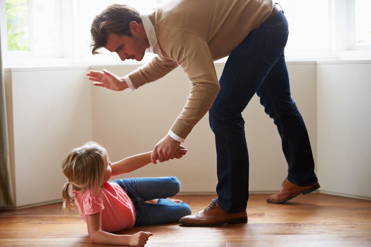 Можно ли бить ребенка: правила для мамы и папы