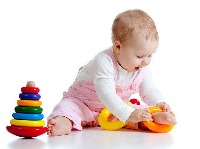 Как развивать ребенка в 10 месяцев: как играть, какие игрушки покупать