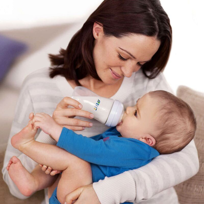 Как правильно кормить из бутылочки новорождённого: основные правила и принципы кормления