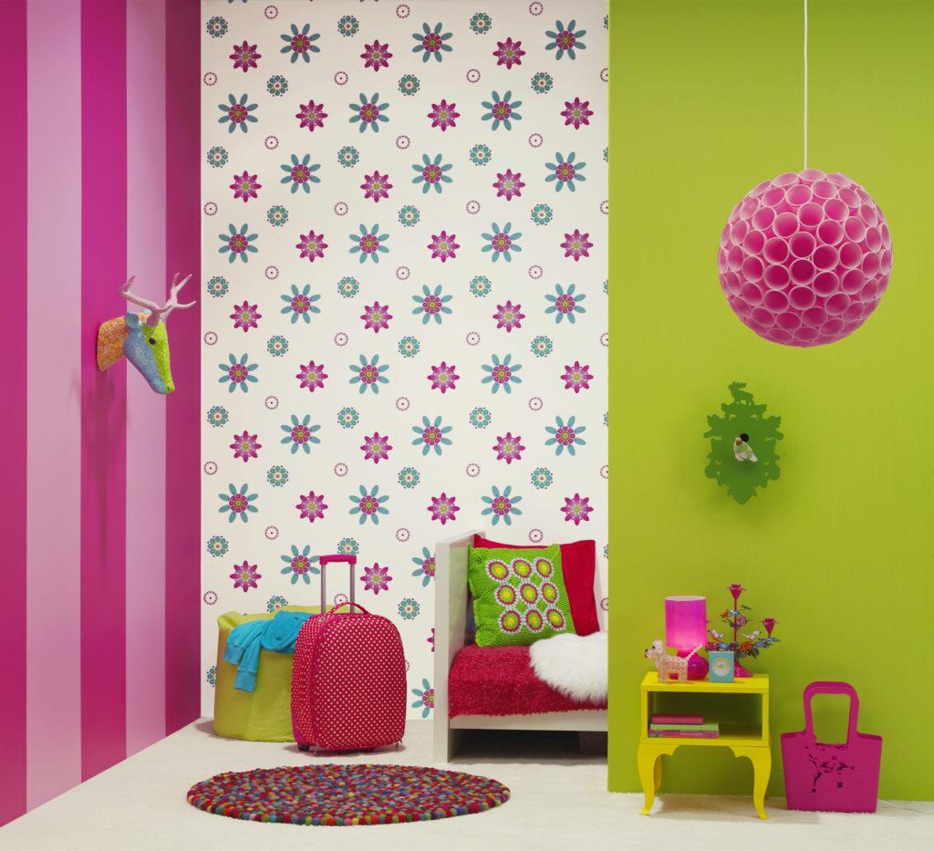 Как поклеить в детской комнате комбинированные обои, используя сочетание нескольких видов или цветов?
