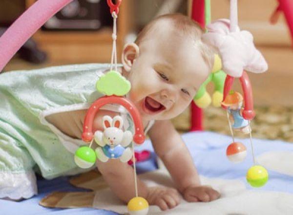 Правильные первые игрушки малыша - как выбирать игрушки для новорожденных и грудничков | дуэт душ