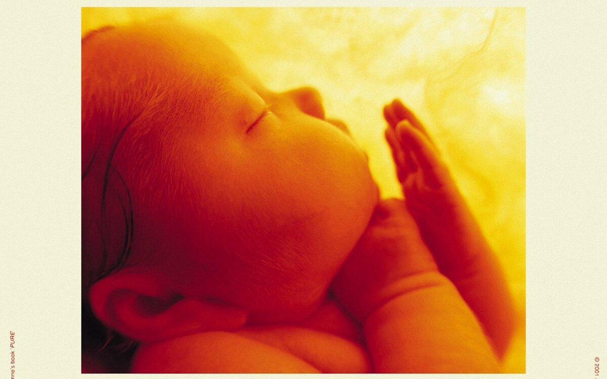 Когда новорожденный начинает видеть и фокусировать взгляд?
