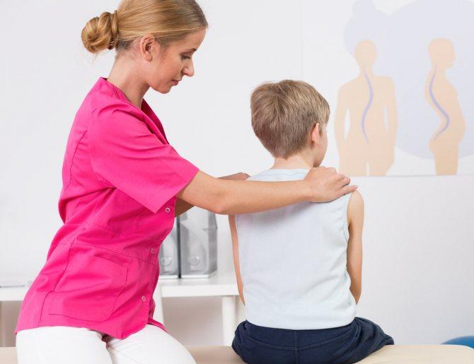 Лечение сколиоза у детей, в том числе массажем, профилактика в домашних условиях, причины и признаки заболевания