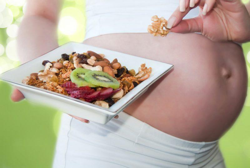 Разгрузочный день при беременности во время 1, 2 и 3 триместров: можно ли делать, как сидеть на твороге, гречке, кефире, яблоках, помогает ли такое меню при отеках?