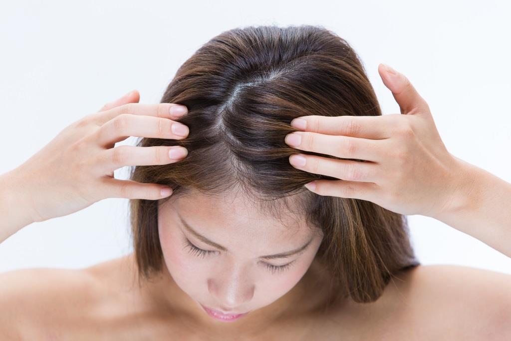 Сухость кожи головы: определение причины, лечение