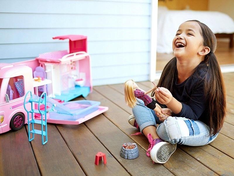 Почему ребенок не играет в куклы и как выбирать неопасные игрушки