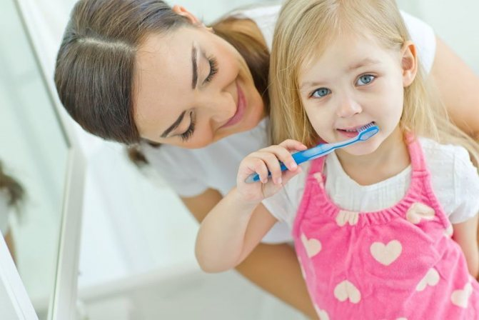 Когда начинать чистить зубы ребенку?