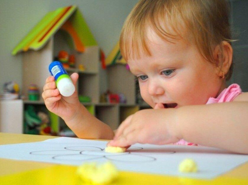 """Развивающие игры для детей с 1 года до 2 лет: полезные занятия с мамой и """"обучалки"""" для малышей"""