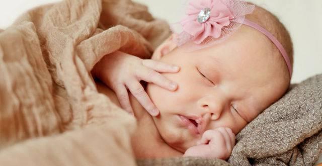 Возможные проявления симптома грефе у новородженных: почему пучит глаза малыш