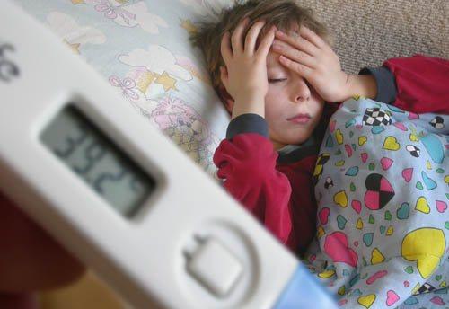 Однократно поднялась температура у ребёнка – причины и что делать?