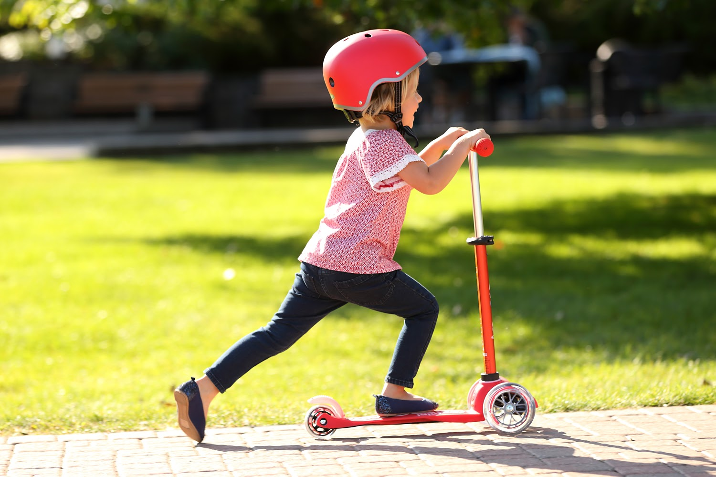 Самокаты для детей от 5 лет: как выбрать детский самокат? рейтинг лучших трехколесных и двухколесных самокатов для девочек и мальчиков