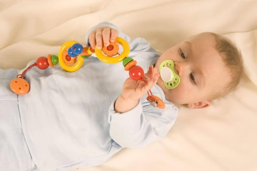 Что должно быть у ребенка в 7 месяцев: перечень необходимых развивающих игрушек