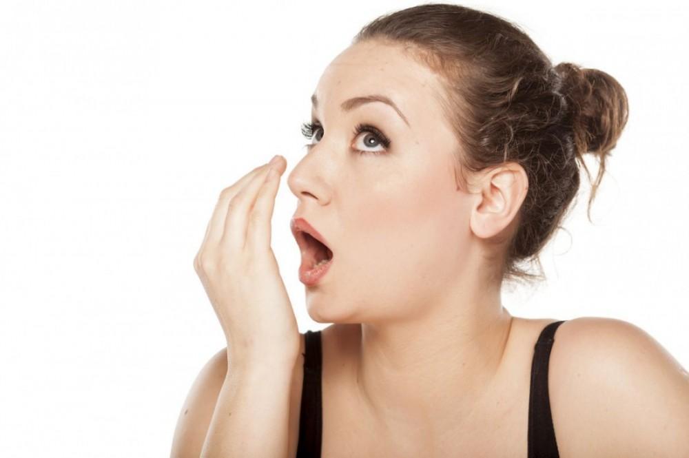 Почему у ребенка появился неприятный запах изо рта?