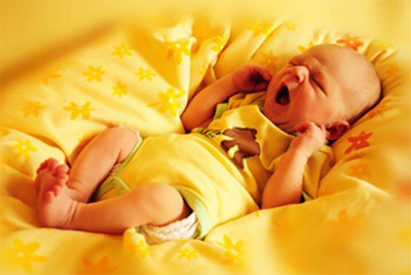 Почему младенцев нельзя показывать в зеркало до года