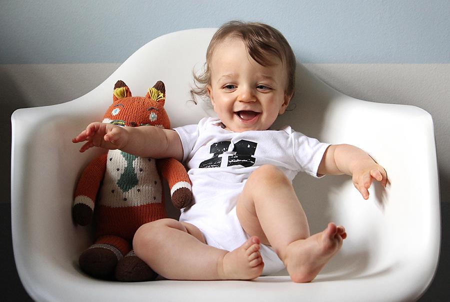 Ребенок в 11 месяцев. вес и рост. что умеет малыш?