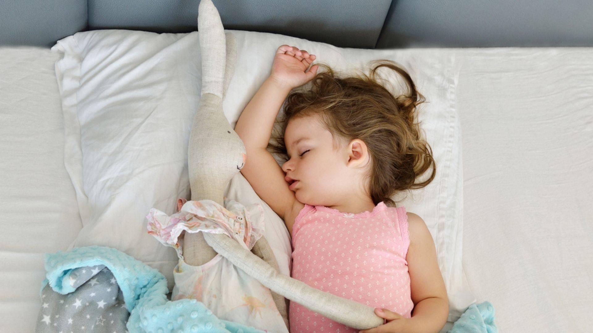Ребенок спит только на руках а положишь просыпается проблема или нет